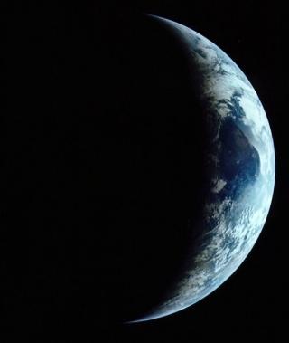20130218_earth_apollo11_crescent_6689
